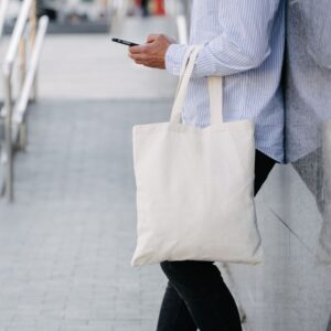 The Differences Between a Tote and a Handbag